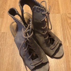 Super cute pair of lace up heels! Perf for fall!